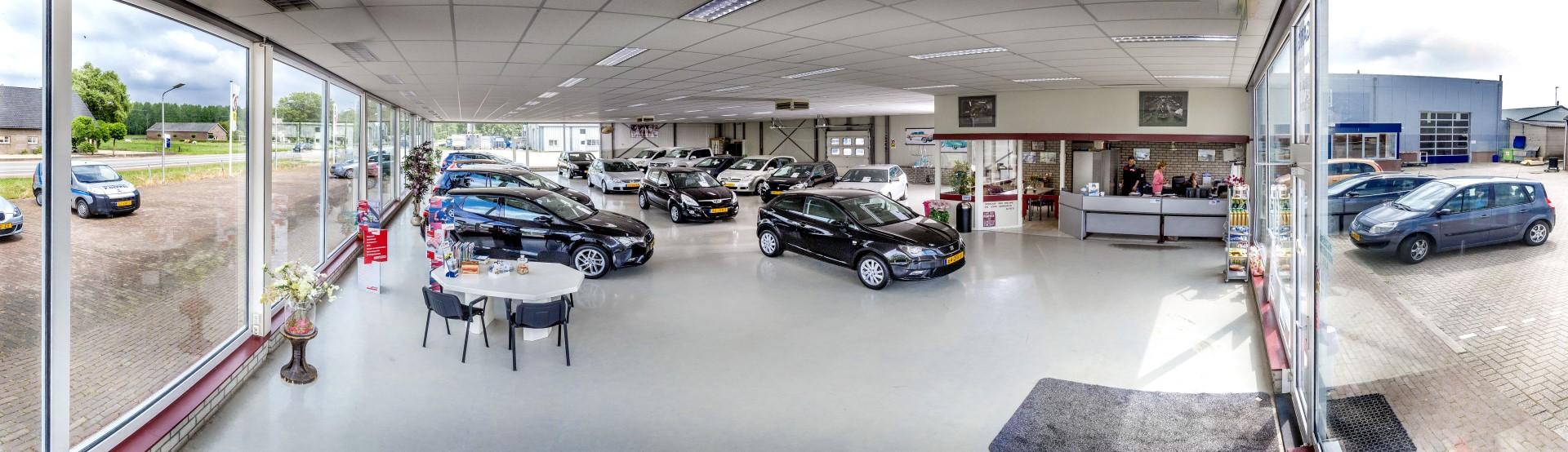 Autobedrijf P. Geerts BV - Showroom
